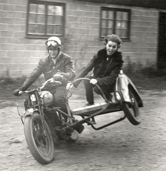 Phụ nữ và xe của thế kỷ trước - Ảnh 2.