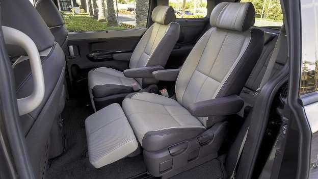 Chiếc xe gia đình nào khiến con bạn mê nhất? - Ảnh 4.