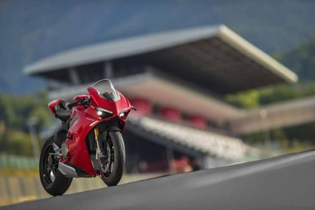 Ducati Panigale V4 - Siêu mô tô mạnh nhất lịch sử - Ảnh 1.