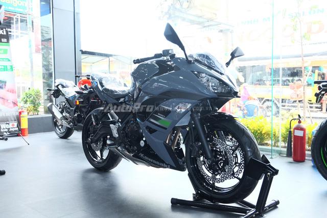 Kawasaki Ninja 650 2018 với màu sơn mới xuất hiện tại Việt Nam, giá bán 288 triệu Đồng - Ảnh 1.