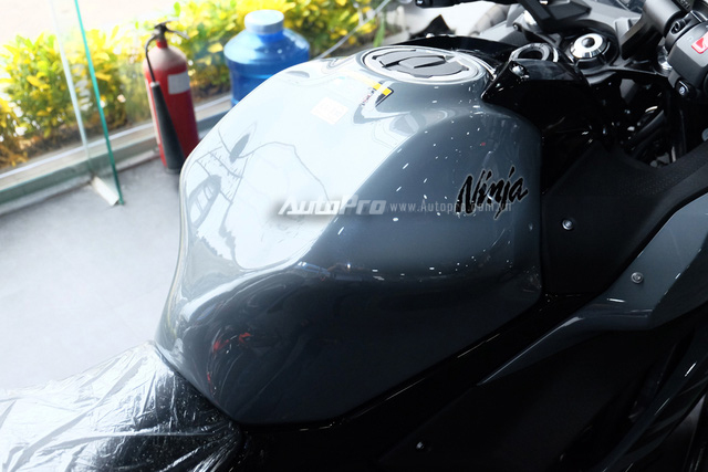 Kawasaki Ninja 650 2018 với màu sơn mới xuất hiện tại Việt Nam, giá bán 288 triệu Đồng - Ảnh 15.