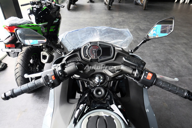 Kawasaki Ninja 650 2018 với màu sơn mới xuất hiện tại Việt Nam, giá bán 288 triệu Đồng - Ảnh 16.