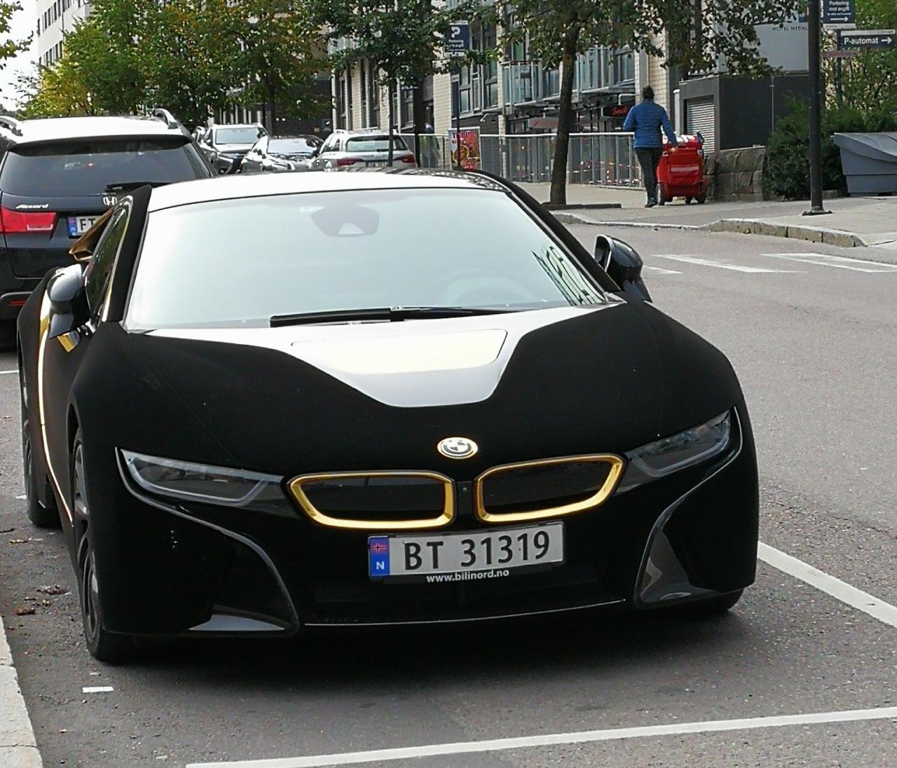 Bmw Xe: Lạ Mắt Với Xe Thể Thao BMW I8 Bọc Nhung đen Mượt Mà, Chịu