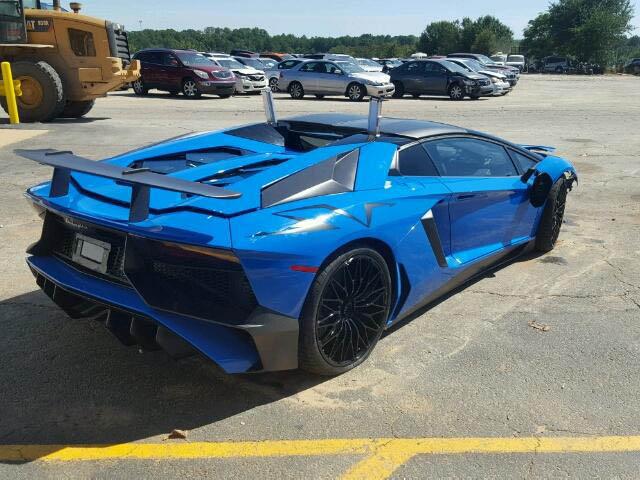 Siêu bò Lamborghini Aventador SV Roadster mới chạy hơn 100 km đã gặp nạn - Ảnh 1.