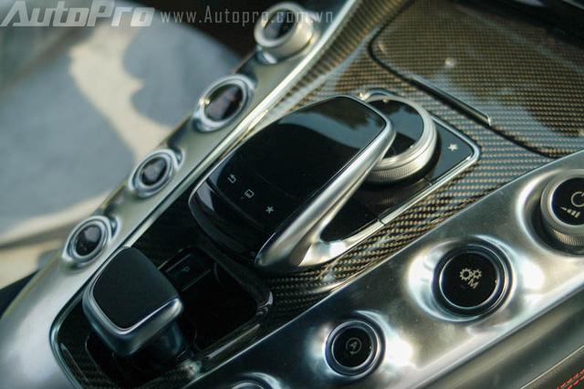 Bộ đôi siêu xe Mercedes-Benz hàng hiếm của đại gia Trung Nguyên cùng nhau đọ dáng - Ảnh 14.