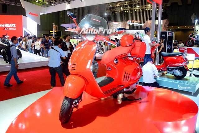 Siêu phẩm Vespa 946 màu đỏ rực có giá 405 triệu Đồng tại Việt Nam, đắt hơn cả Kia Morning - Ảnh 2.