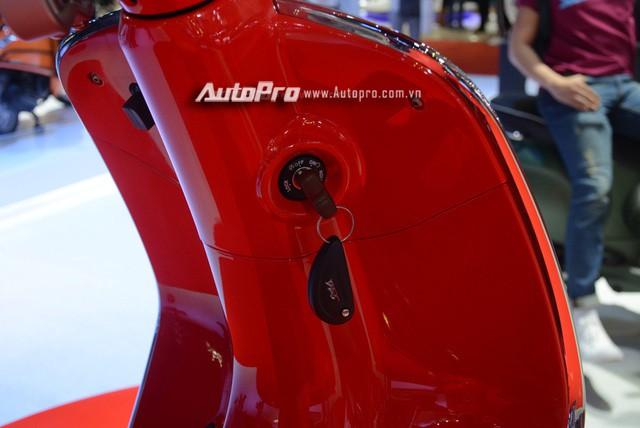 Siêu phẩm Vespa 946 màu đỏ rực có giá 405 triệu Đồng tại Việt Nam, đắt hơn cả Kia Morning - Ảnh 15.
