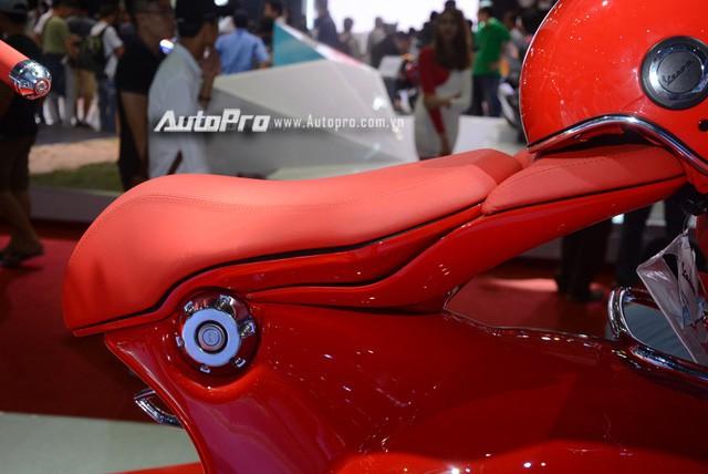 Siêu phẩm Vespa 946 màu đỏ rực có giá 405 triệu Đồng tại Việt Nam, đắt hơn cả Kia Morning - Ảnh 5.