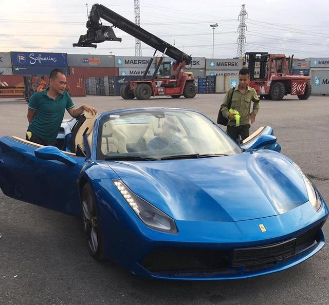 Siêu xe Ferrari 488 mui trần thả dáng cùng Range Rover SVAutobiography 12 tỷ Đồng tại Nha Trang - Ảnh 9.