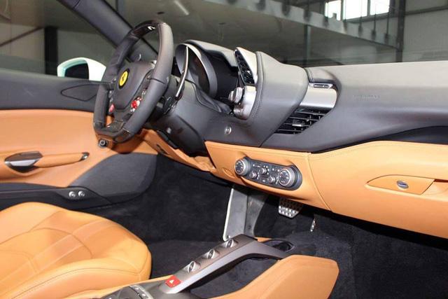 Bạch mã Ferrari 488 Spider xuất hiện trên đường phố Hà thành - Ảnh 5.