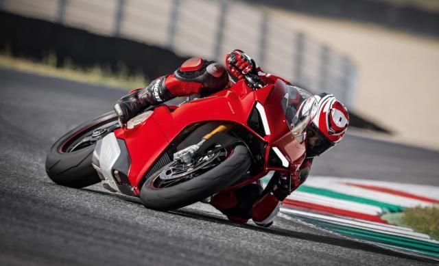 Ducati Panigale V4 - Siêu mô tô mạnh nhất lịch sử - Ảnh 2.