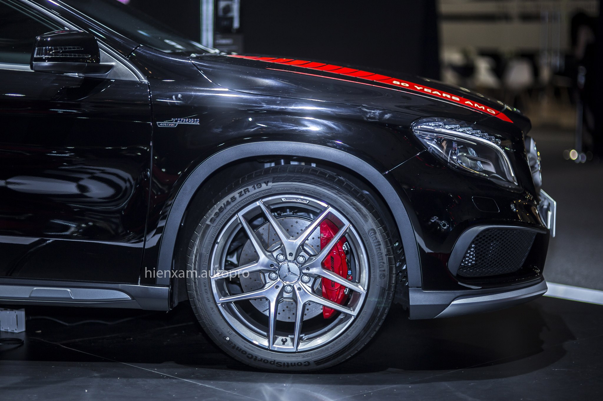 Cận cảnh Mercedes-Benz GLA 45 AMG giá 2,279 tỉ đồng - Ảnh 3.