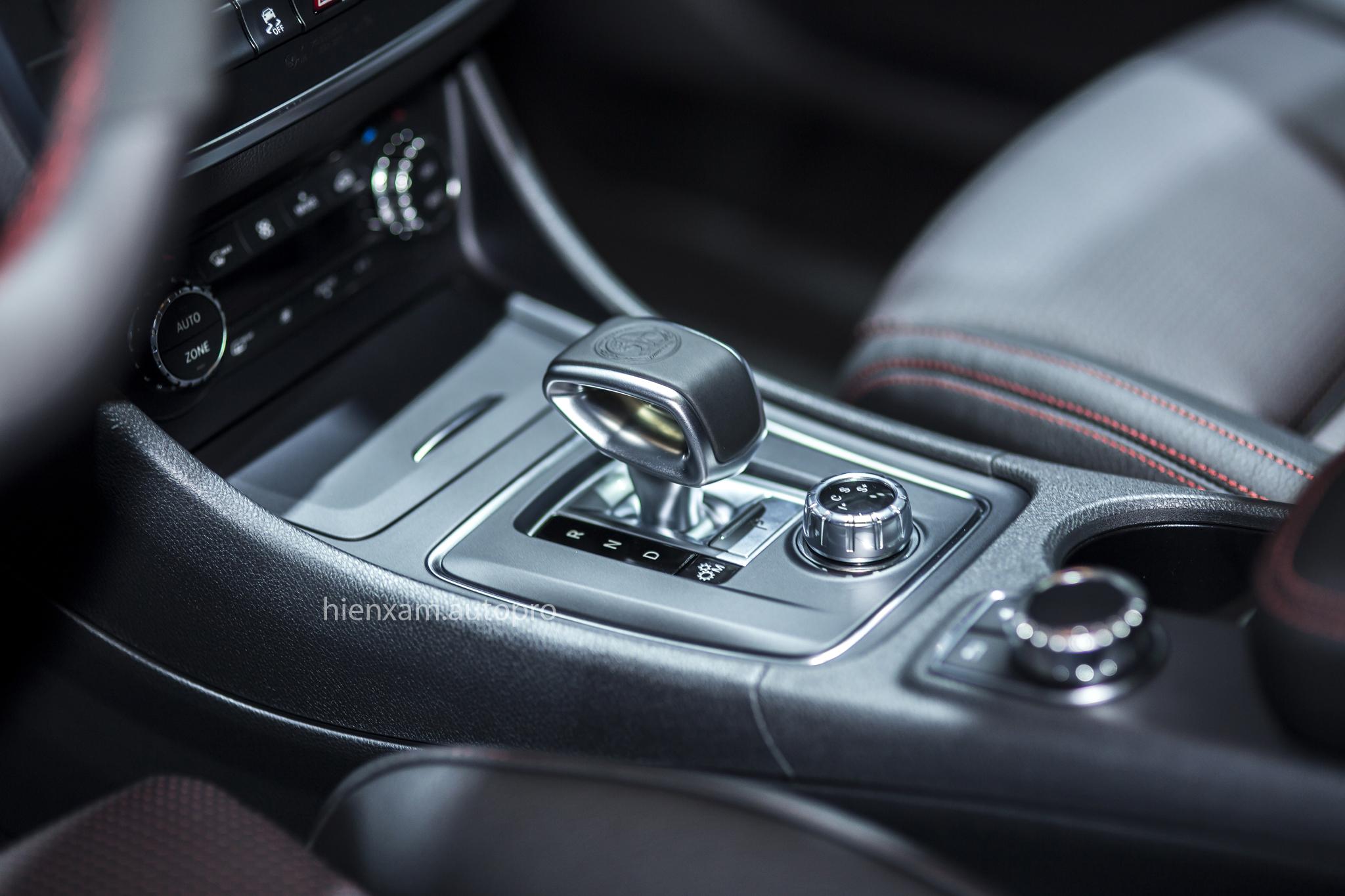 Cận cảnh Mercedes-Benz GLA 45 AMG giá 2,279 tỉ đồng - Ảnh 9.