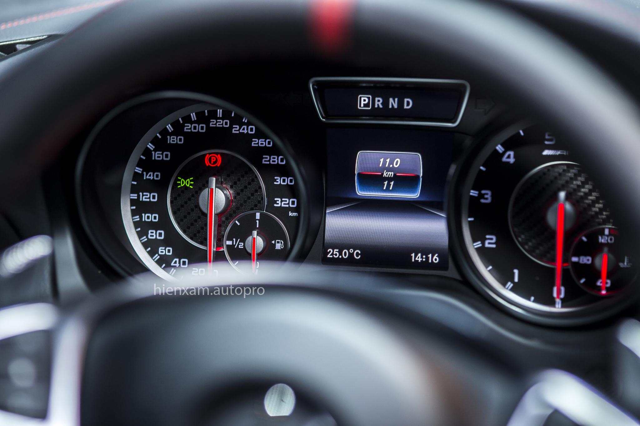 Cận cảnh Mercedes-Benz GLA 45 AMG giá 2,279 tỉ đồng - Ảnh 6.