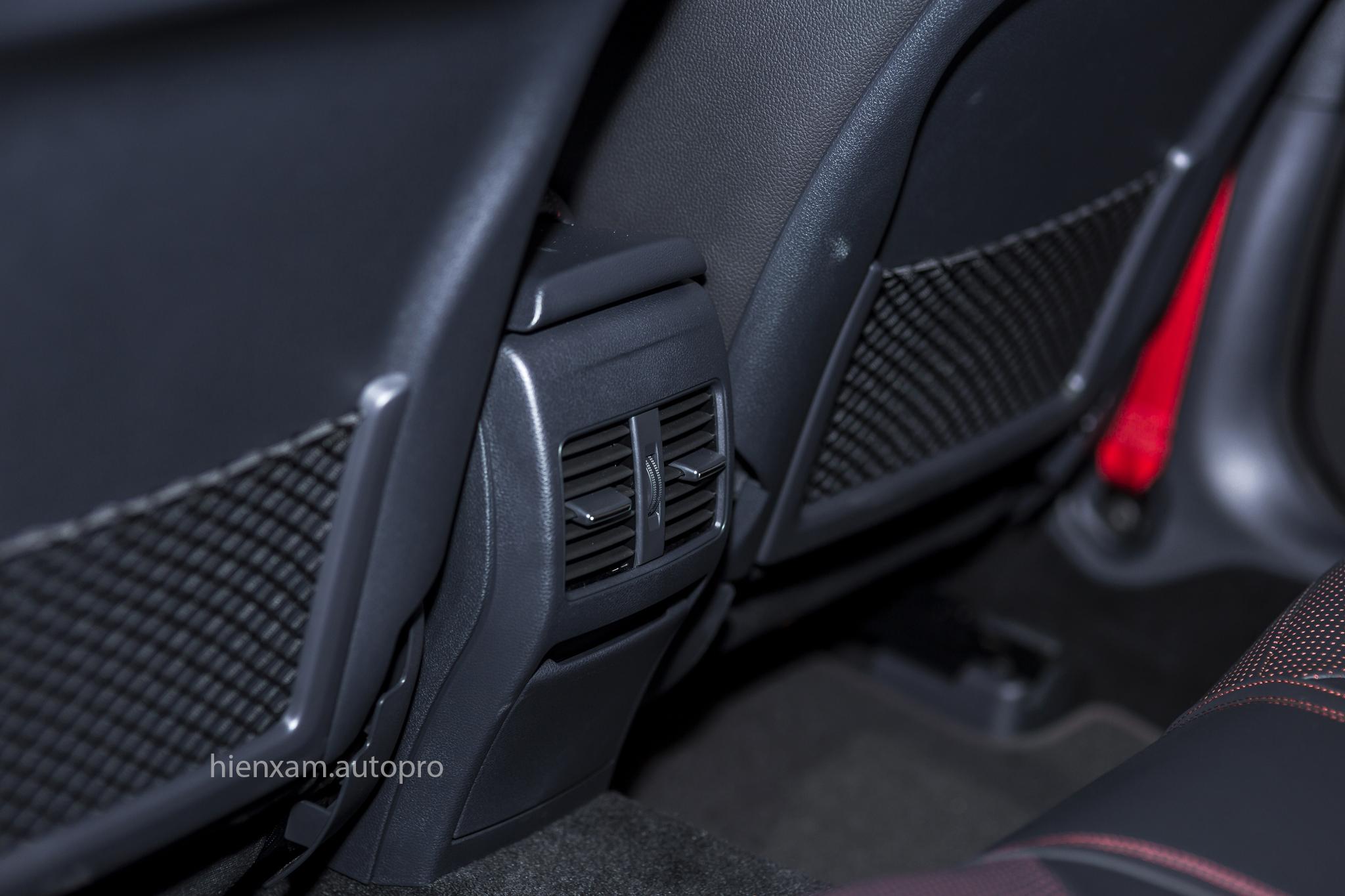 Cận cảnh Mercedes-Benz GLA 45 AMG giá 2,279 tỉ đồng - Ảnh 12.