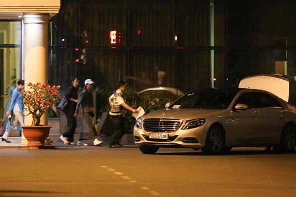 Sao điện ảnh Dương Tử Quỳnh được đón đưa bằng Mercedes-Benz và Audi tại Việt Nam - Ảnh 2.