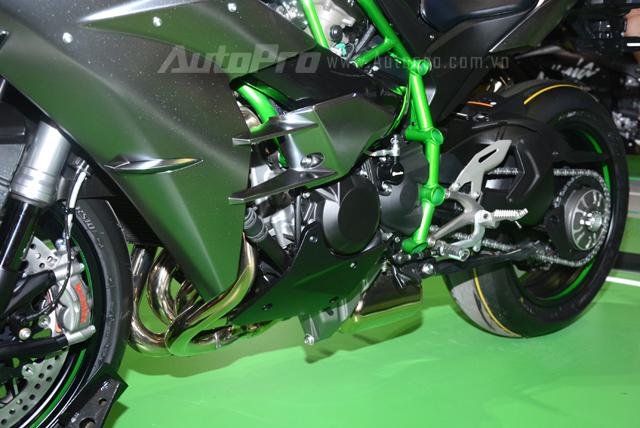 Chi tiết siêu mô tô hàng hiếm Kawasaki Ninja H2 Carbon tại triển lãm VMCS 2017 - Ảnh 12.