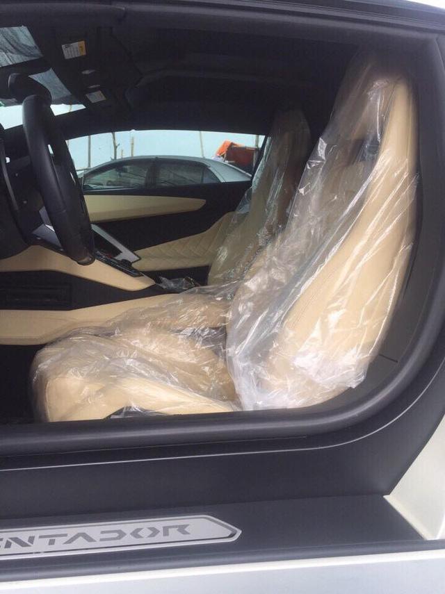 Lamborghini Aventador mui trần của đại gia Hà Nội tái xuất trên phố với bộ áo lạ mắt - Ảnh 7.