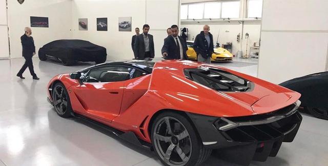Siêu xe triệu USD Lamborghini Centenario màu đen nhám đầu tiên trên thế giới - Ảnh 3.