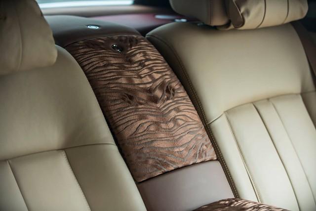"""[Cực hot] Rolls-Royce Phantom """"Hòa Bình & Vinh Quang"""" lần đầu lăn bánh tại Hà Nội - Ảnh 7."""