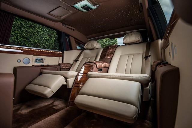 """[Cực hot] Rolls-Royce Phantom """"Hòa Bình & Vinh Quang"""" lần đầu lăn bánh tại Hà Nội - Ảnh 4."""