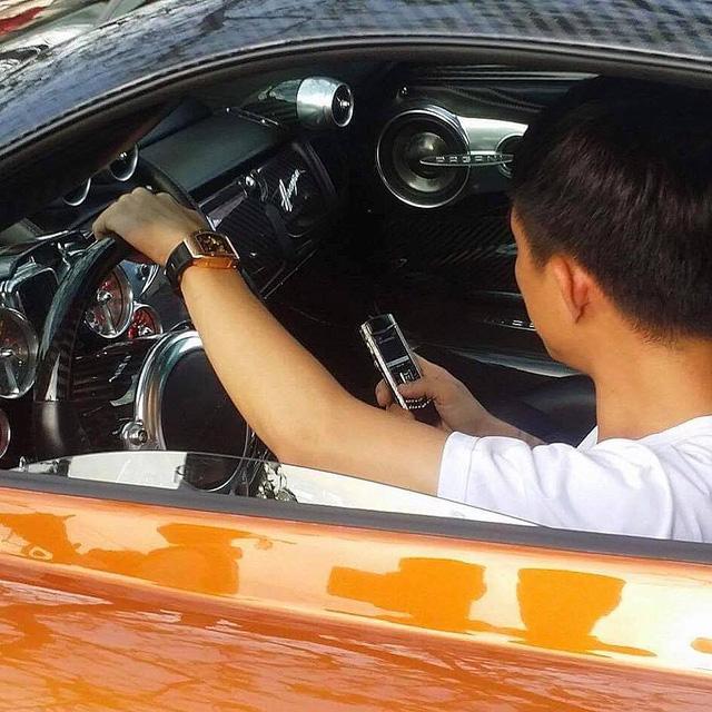 Pagani Huayra 78 tỷ Đồng của Minh Nhựa vượt nước lũ Sài thành trên xe chuyên dụng - Ảnh 6.
