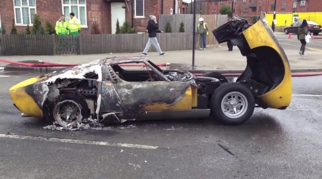 Ferrari F40 của nhà sưu tập bị cháy rụi khi đang trên đường tụ tập cùng LaFerrari Aperta - Ảnh 5.