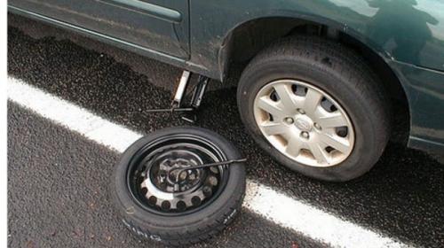 Vì sao lốp dự phòng nhỏ hơn lốp chính? - Ảnh 1.
