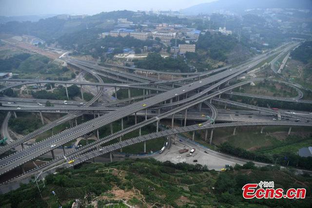 Đây là chiếc cầu vượt 5 tầng, 20 làn đường, đi 8 hướng, bạn có tin rằng mình sẽ chọn đúng đường cần đi? - Ảnh 1.