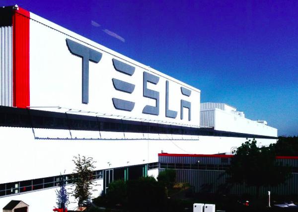 Điểm tách biệt Tesla với các hãng ô tô khác là gì? Họ chi 0 đồng cho quảng cáo - Ảnh 1.