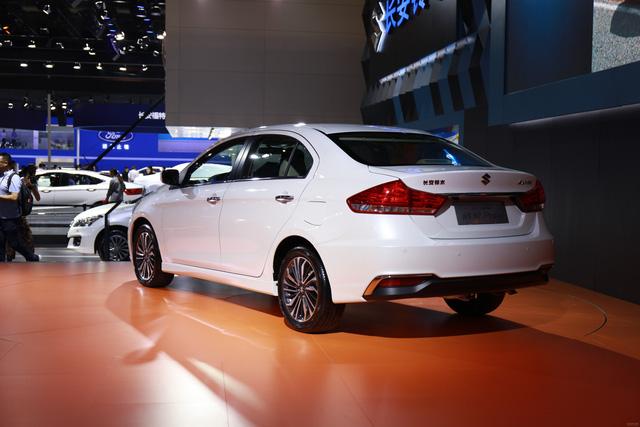 Sedan giá rẻ Suzuki Ciaz 2017 chính thức được vén màn - Ảnh 2.