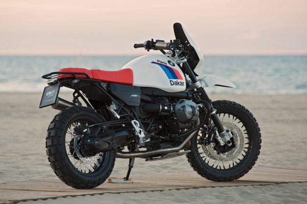BMW R NineT khoác lên mình bộ trang bị khủng sẵn sàng vượt Dakar - Ảnh 1.
