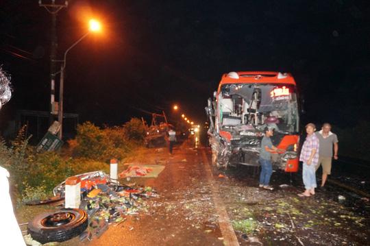 Tai nạn liên hoàn trên đường Hồ Chí Minh, hàng chục người thương vong - Ảnh 2.