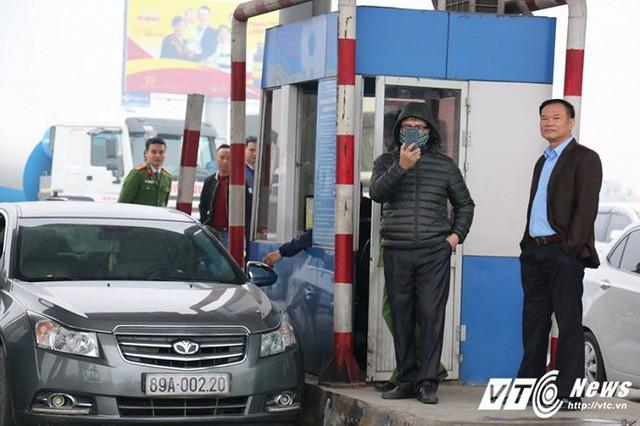 Tài xế rủ nhau dùng tiền lẻ mua vé, BOT quốc lộ 5 hỗn loạn sáng đầu tuần - Ảnh 11.