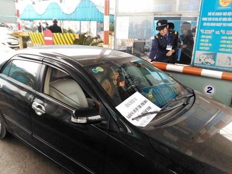 Hơn 100 ô tô mang tiền lẻ,dừng đầu cầu phản đối phí BOT - Ảnh 4.
