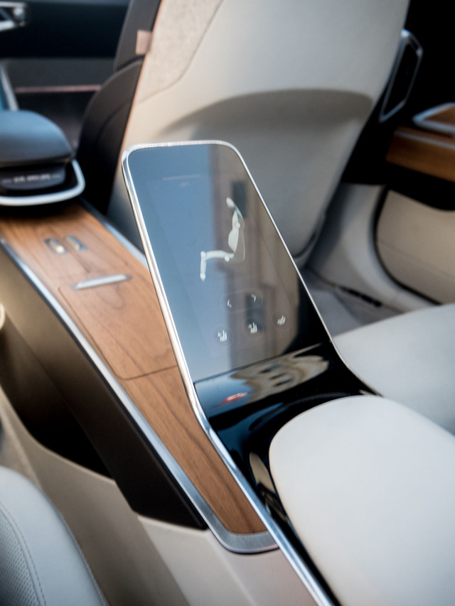 Quên Faraday Future đi, đây mới là siêu xe điện xứng đáng là đối thủ của Tesla - Ảnh 4.