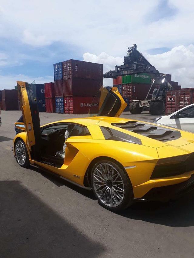Lamborghini Aventador S đầu tiên cập bến Việt Nam xuất hiện tại quận 12 - Ảnh 8.