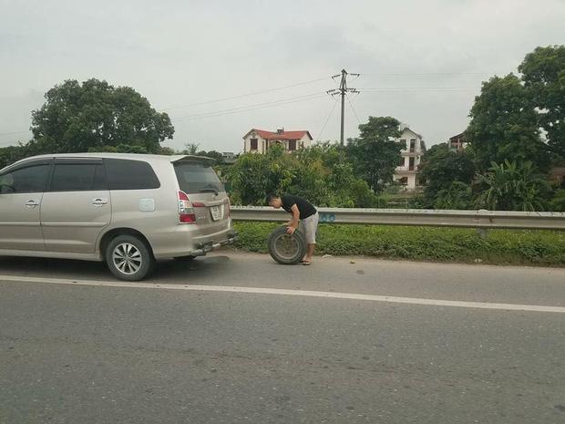 Hàng loạt xe dính bẫy đinh trên cao tốc Hà Nội - Bắc Giang, tài xế khóc dở mếu dở giữa trời nắng - Ảnh 4.