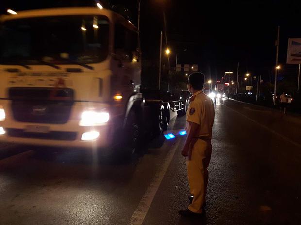 Hải Phòng: Container mất lái đâm một loạt ô tô - Ảnh 6.