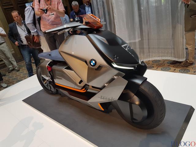 BMW Concept Link - Scooter nhưng tiện nghi như ô tô - Ảnh 9.