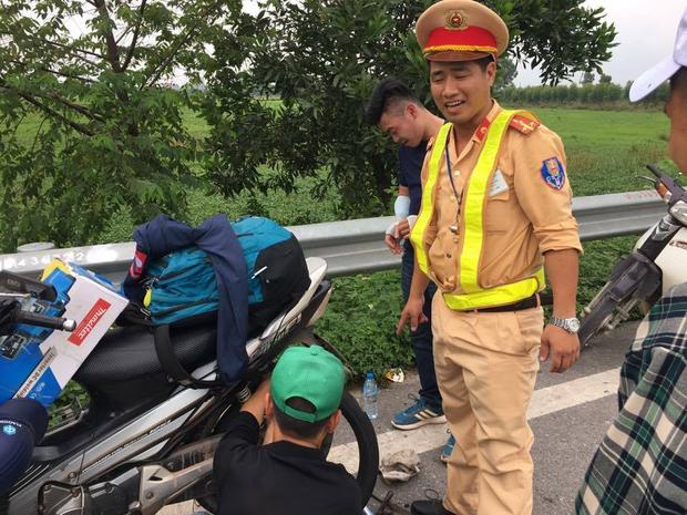 Hàng loạt xe dính bẫy đinh trên cao tốc Hà Nội - Bắc Giang, tài xế khóc dở mếu dở giữa trời nắng - Ảnh 10.
