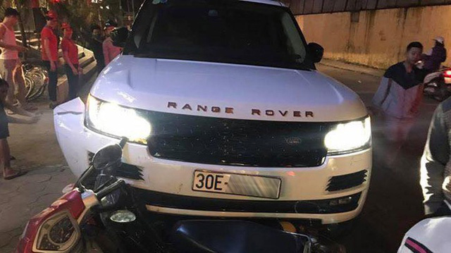 Hà Nội: Range Rover Autobiography 8 tỷ Đồng cuốn cô gái chạy xe đạp điện vào gầm - Ảnh 5.