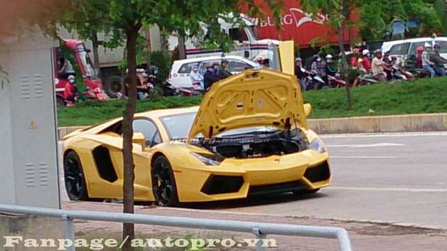 Bò già Lamborghini Murcielago đầu tiên tại Việt Nam lại dở chứng trên phố - Ảnh 6.