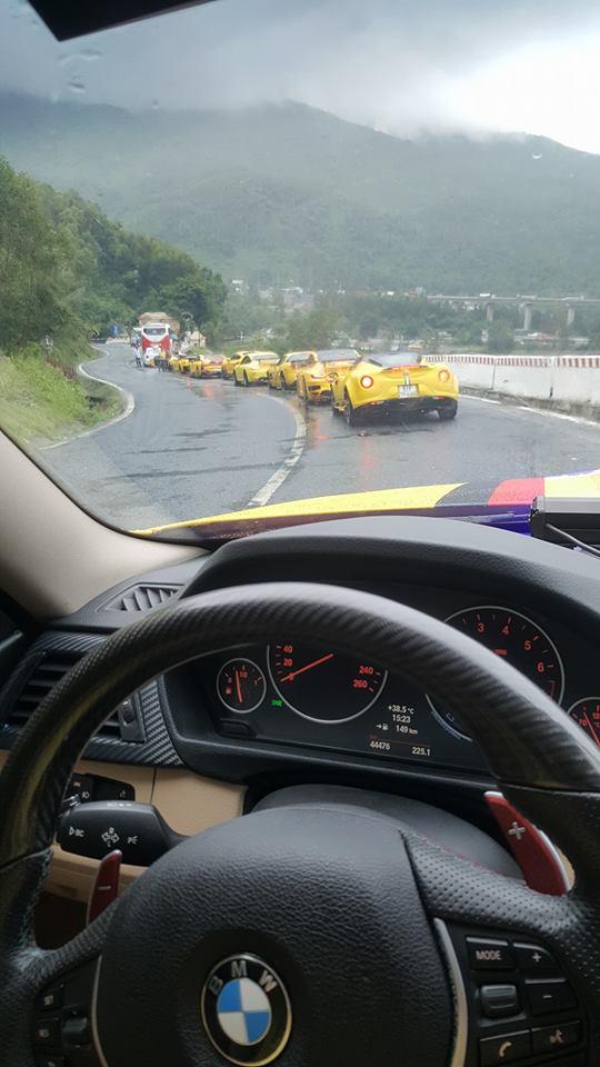 Hàng chục siêu xe và xe thể thao độ khủng vượt đèo Hải Vân trong cơn mưa lớn - Ảnh 8.