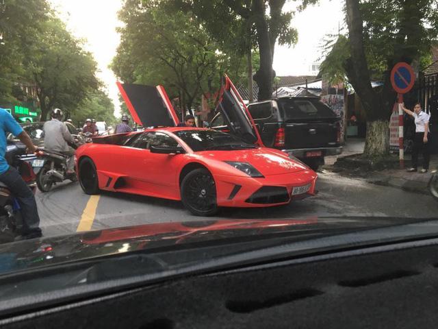 Dàn siêu xe Ferrari và Lamborghini của đại gia Sài thành tụ tập tại quận 2 - Ảnh 3.