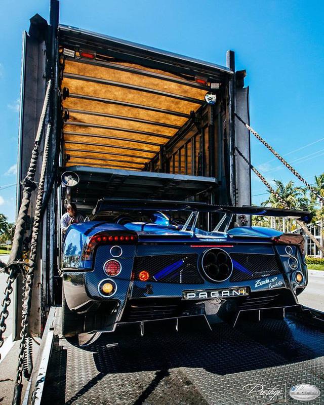 Xem quá trình vận chuyển cực phẩm Zonda HP Barchetta của ông chủ hãng Pagani - Ảnh 2.