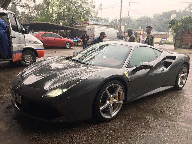 Cường Đô-la tậu thêm siêu xe Ferrari 488 GTB màu xám - Ảnh 4.