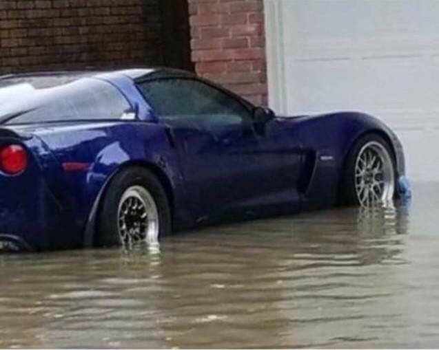 Nhiều siêu xe và xe thể thao chìm trong nước lũ sau cơn bão Harvey tại Mỹ - ảnh 6