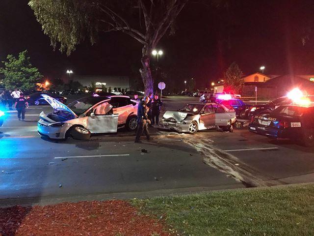 Tesla Model X gặp nạn nghiêm trọng nhưng người lái chỉ bị thương nhẹ - Ảnh 1.