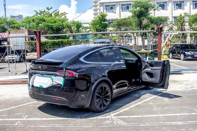SUV điện Tesla Model X P100D độc nhất Việt Nam được cho đi đăng kiểm - Ảnh 3.